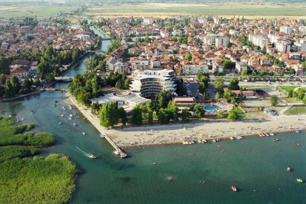Struga_panorama_-_panoramio-696x461